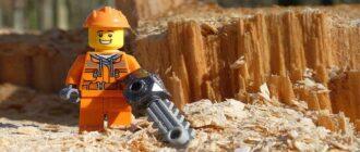 kak-ispolzovat-na-dache-opilki-Lego-lesorub