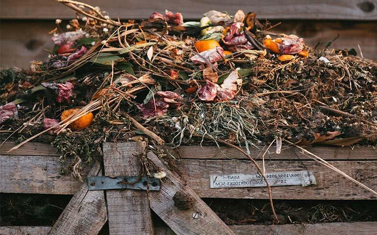 kompost-kak-pravilno-sdelat-Kompost-v-korobe